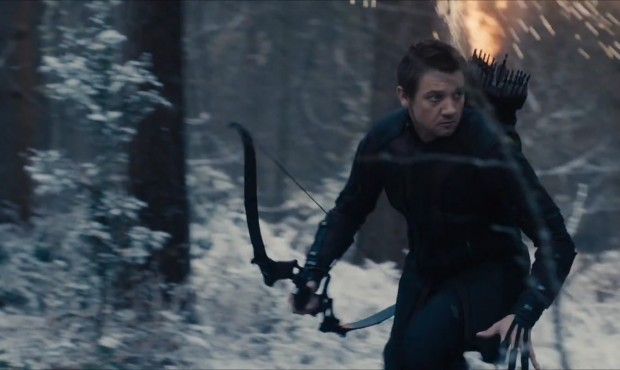 Avengers-Age-of-Ultron-Trailer-1-Hawkeye-in-Snow-620x370
